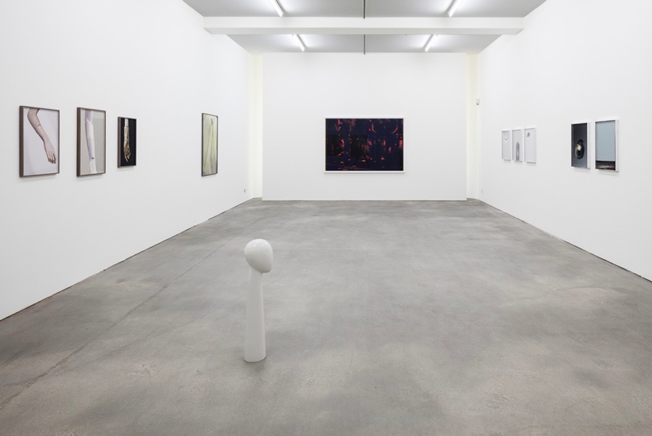 NY TIMES REPORTS ABOUT GURSKY STUDENTS EXHIBITION IN BERLIN