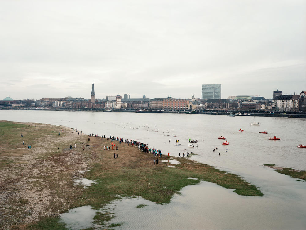 Andreas Gursky - New Year's Day Swimmers
